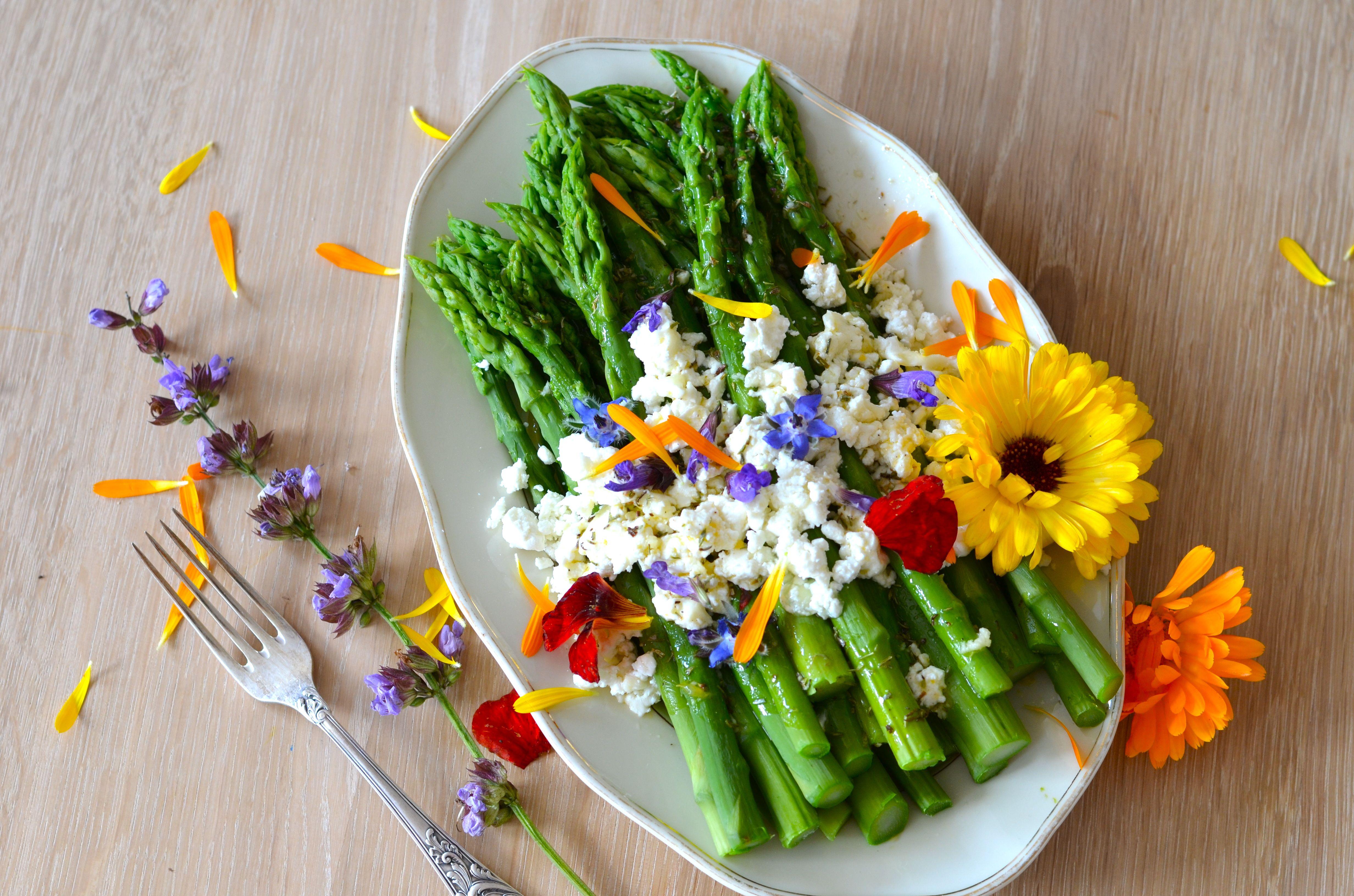green-asparagus-edible-flowers
